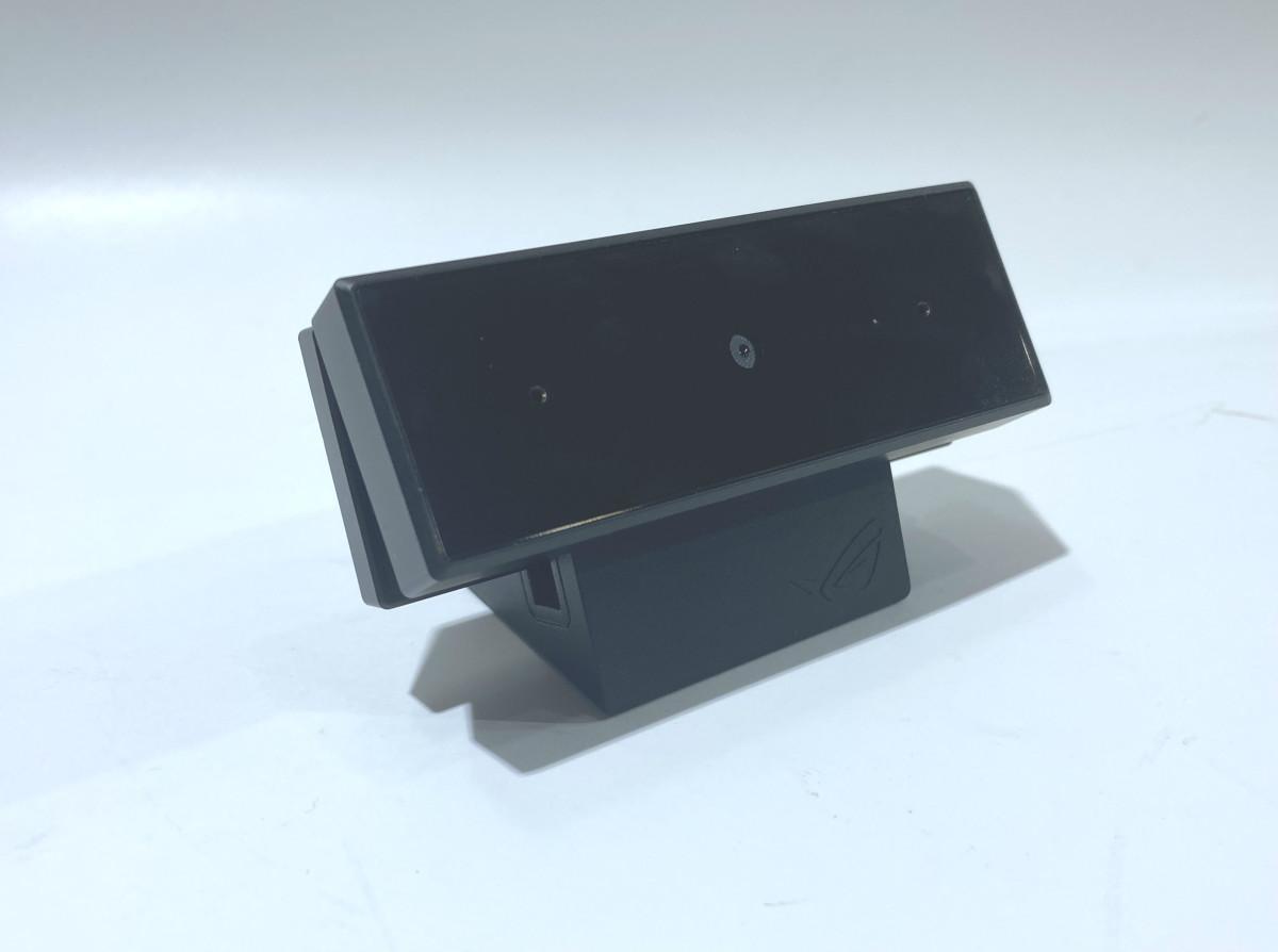 附帶的鋁合金底座可扣於相機腳架上。