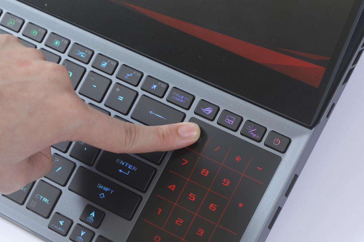 此機數字鍵與觸控版使用Zephyrus傳統的一體式設計,有需要時只要按下就能切換。