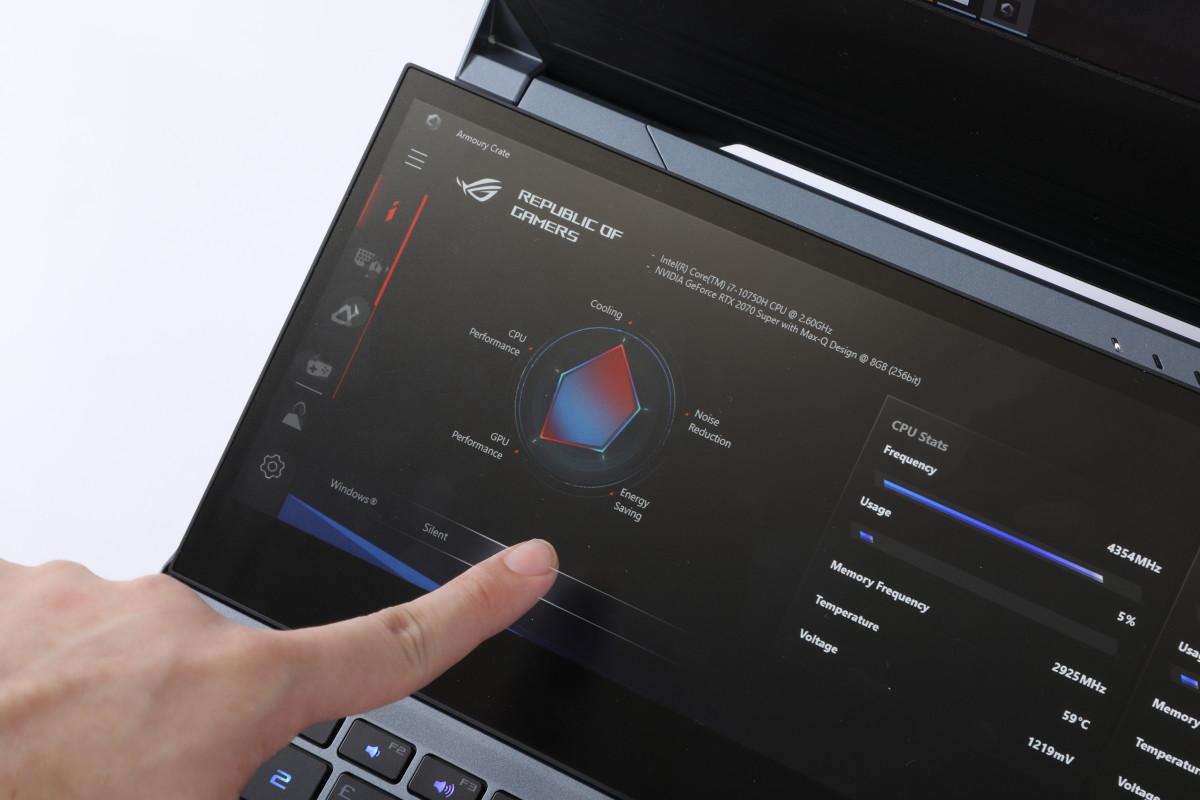 就可於副屏幕開啟「 Armoury Crate 」軟件,即時監控或調節效能。