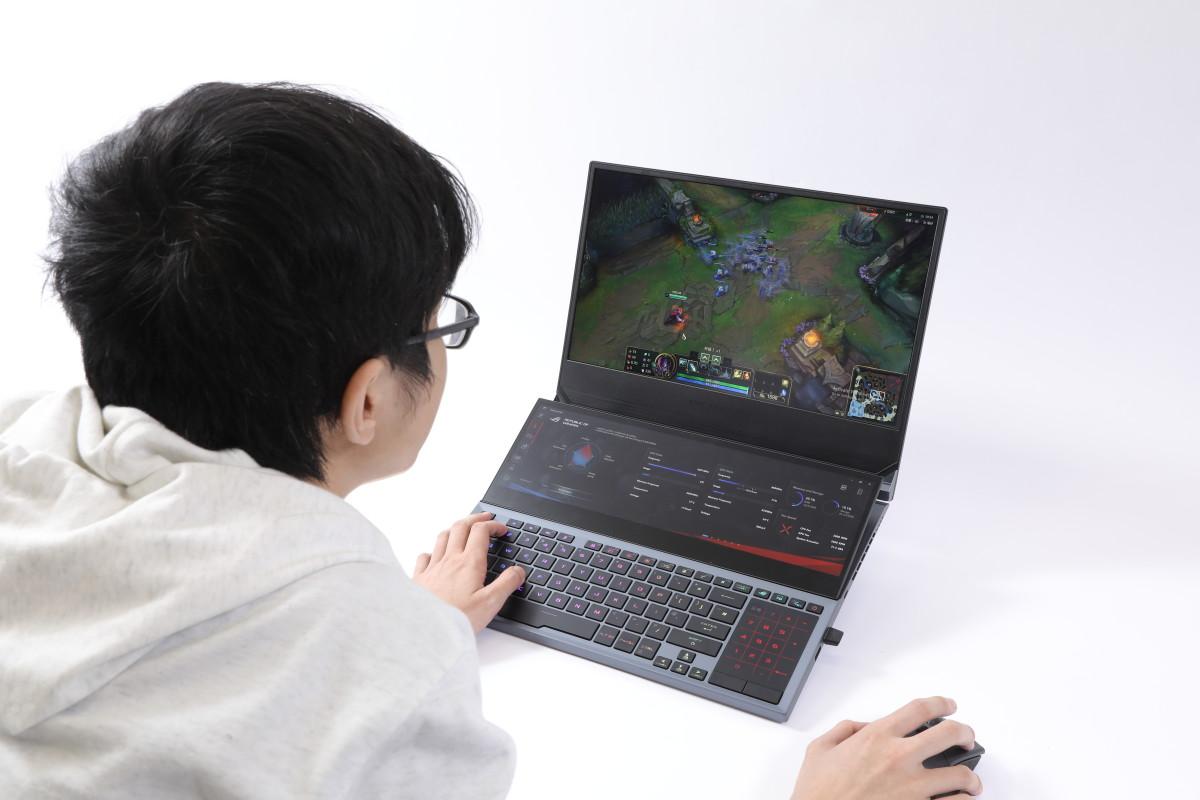 筆者遊玩《英雄聯盟》時,副屏幕未有阻礙玩家視線,當玩家不需要使用它時亦可直接關上。