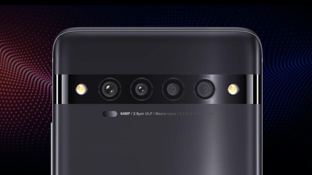 搭載四主鏡頭的TCL 10 Pro,採用曲屏也只賣三千元多一點。