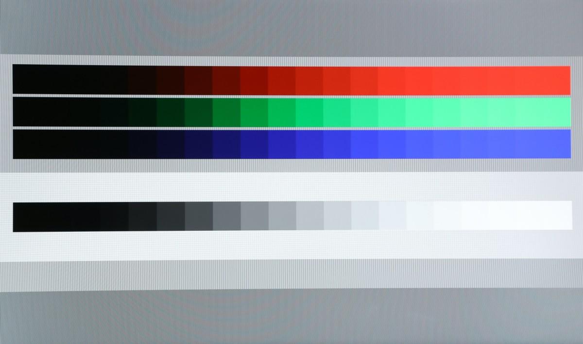 4K HDR影片:播放4K HDR影片,畫面的對比度和黑位表現,比不少4K 電視更佳,接近OLED的表現。