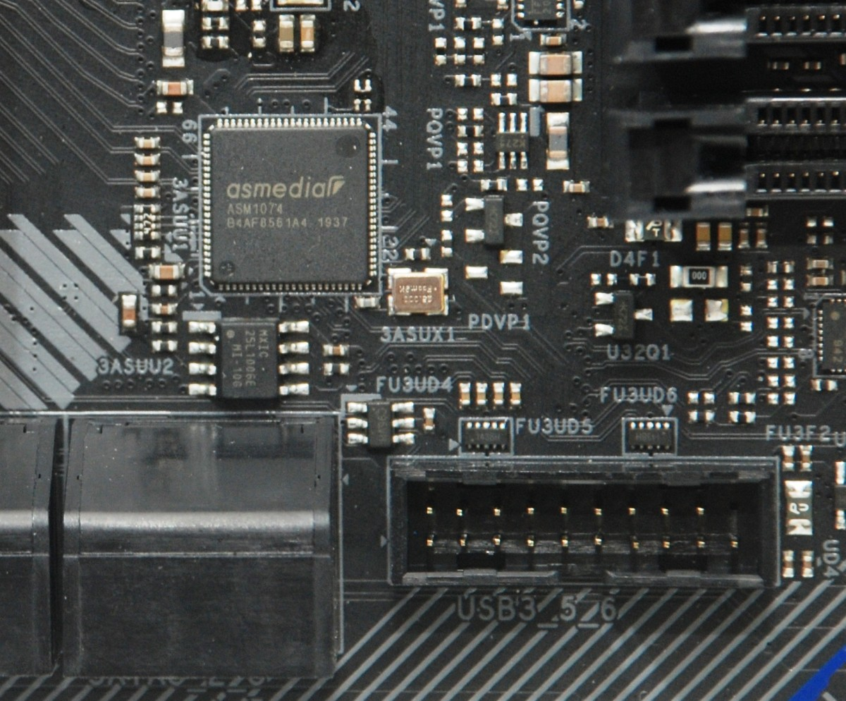 不滿足於 Z490 晶片組的 USB 功能,所以另加 ASM1074 USB 晶片提供多 2 組 USB 功能。