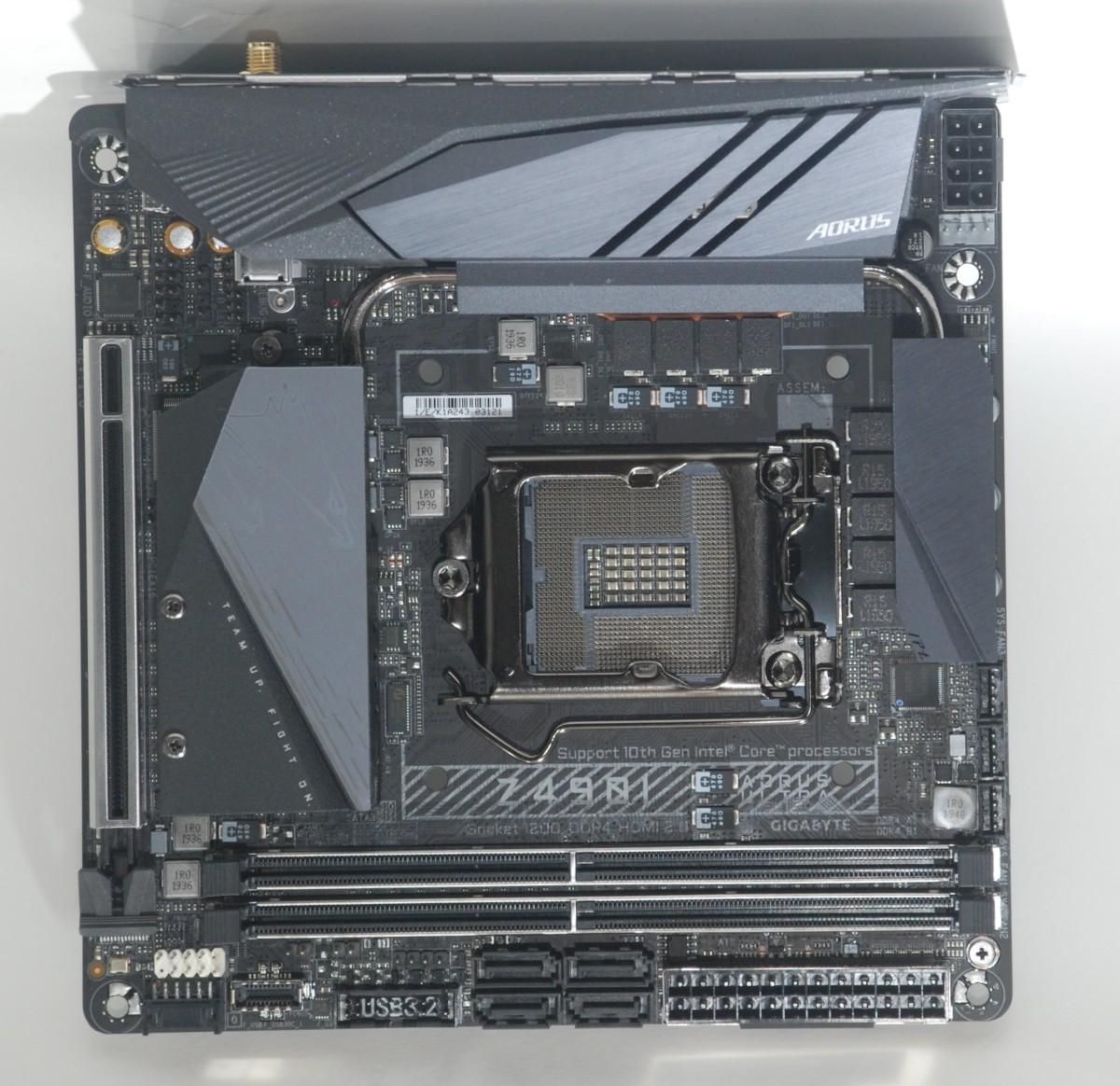 小小的 PCB 採用 10 層設計