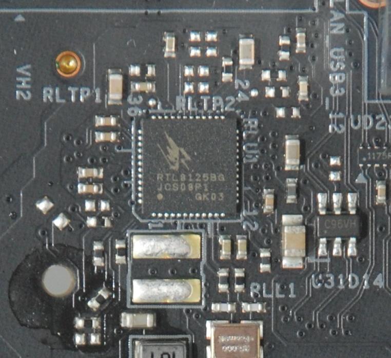 網絡方面採用 Dragon RTL8125BG 2.5Gb LAN,比標準的 Gigabit LAN 快。