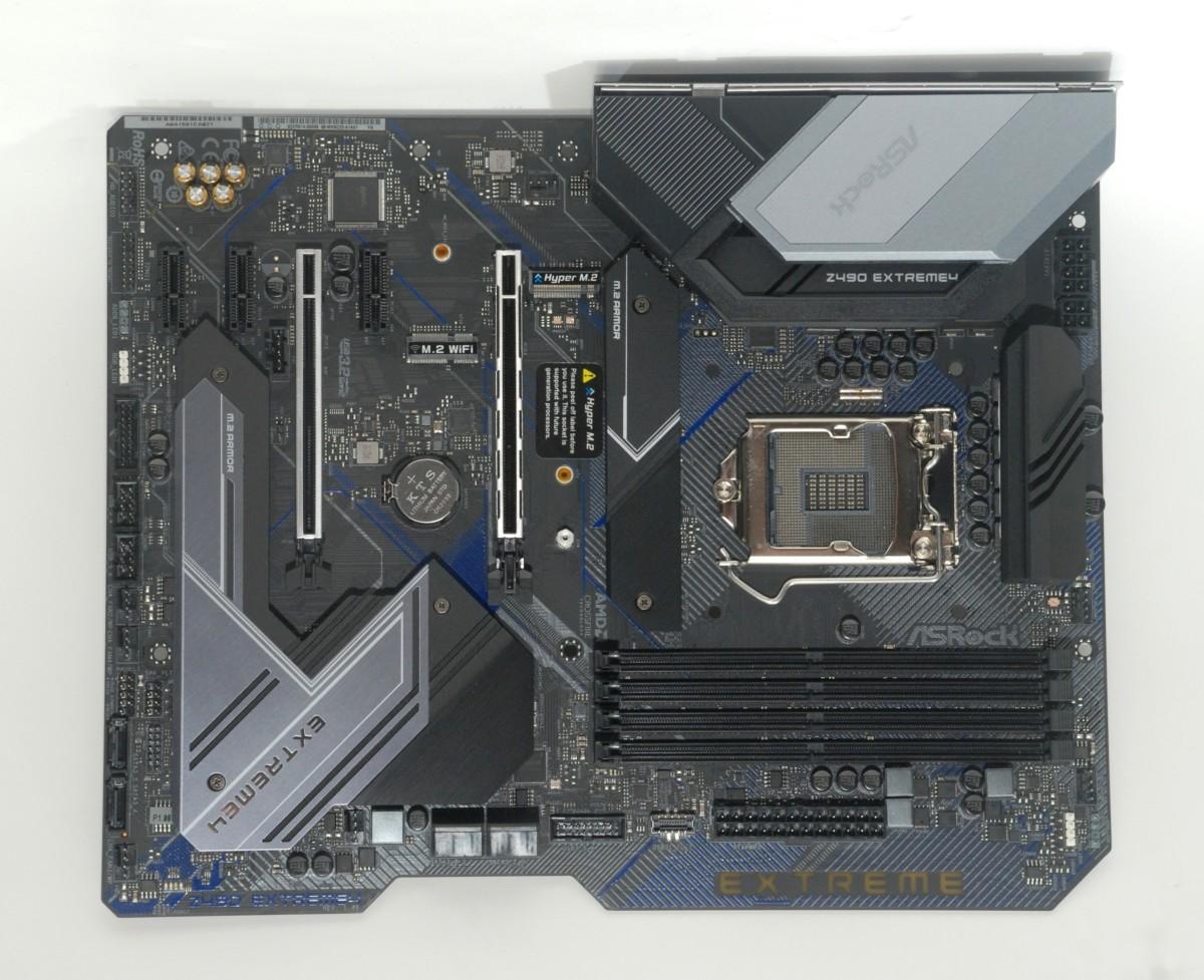 ASRock Z490 Extreme 4 採用 Shaped PCB 設計,所用 PCB 為 High Density Glass Fabric 2oz 銅製 PCB。