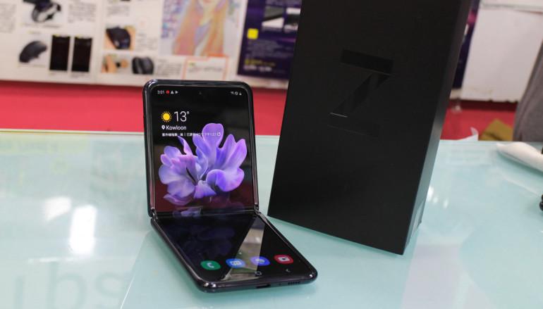 Galaxy Z Flip 是摺屏手機另一玩法,GalaxyFold 精要在變大,而它旨在變小。