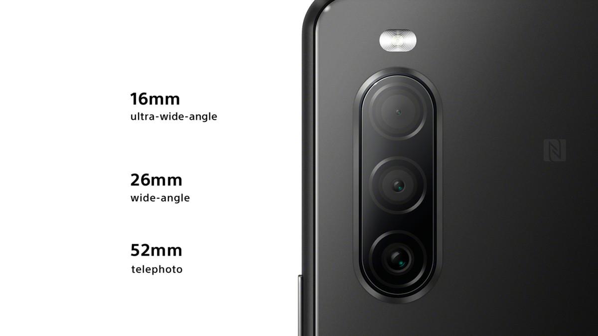 Xperia 10 II 將採用三鏡頭系統,由 26mm 12MP主鏡、16mm 8MP 超廣角鏡及 52mm 8MP遠攝鏡所組成。