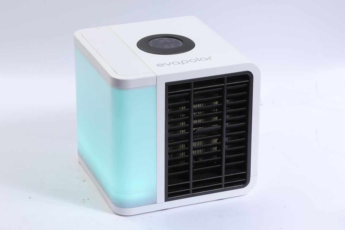 四四方方的 Evapolar Eva Light Plus 利用水冷方式製造出 3.5 平方米大範圍制冷。