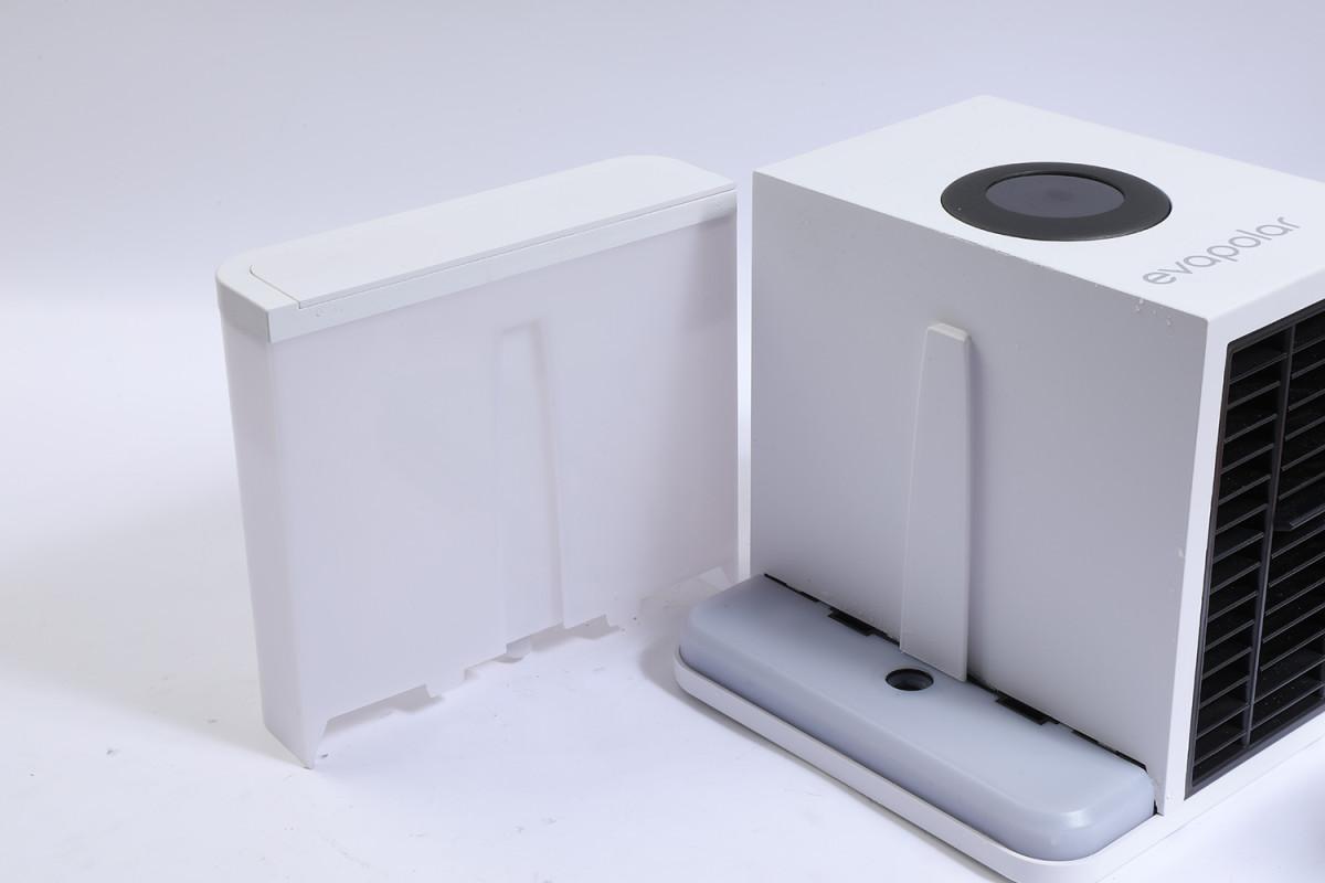 可拆下水箱,方便補水使用。