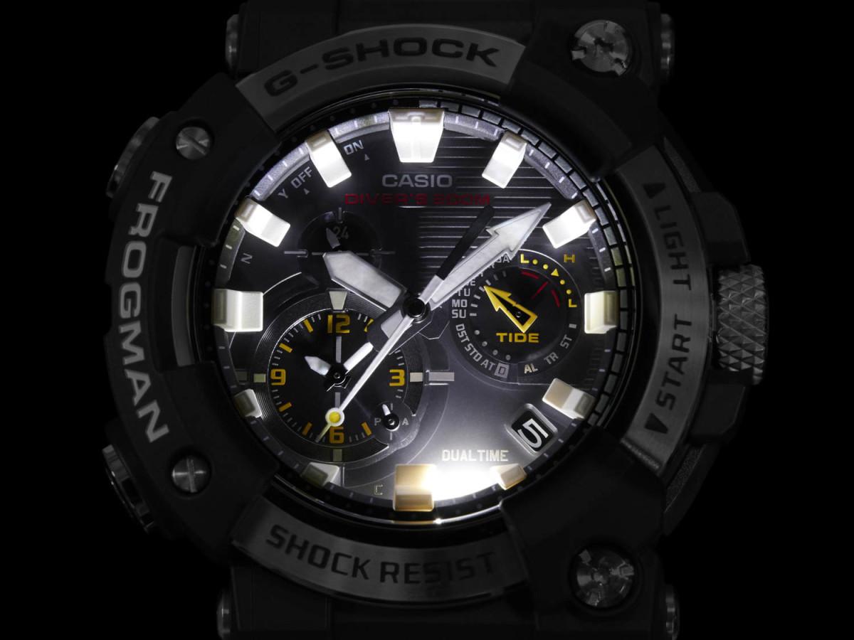 超級照明功能就算在深海都能看到時間。