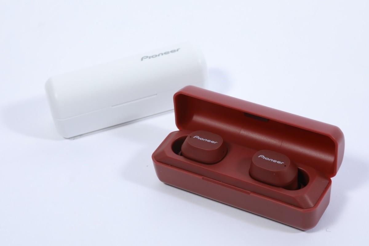 .C5 充電池盒像一個唇膏盒大小。