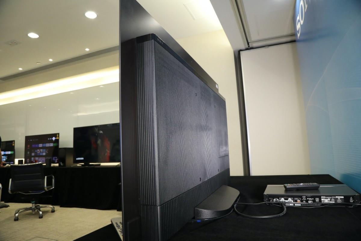 .A9S 機背有大部分是主板範圍,令機身感覺較厚。也令屏幕發聲的空間有限。