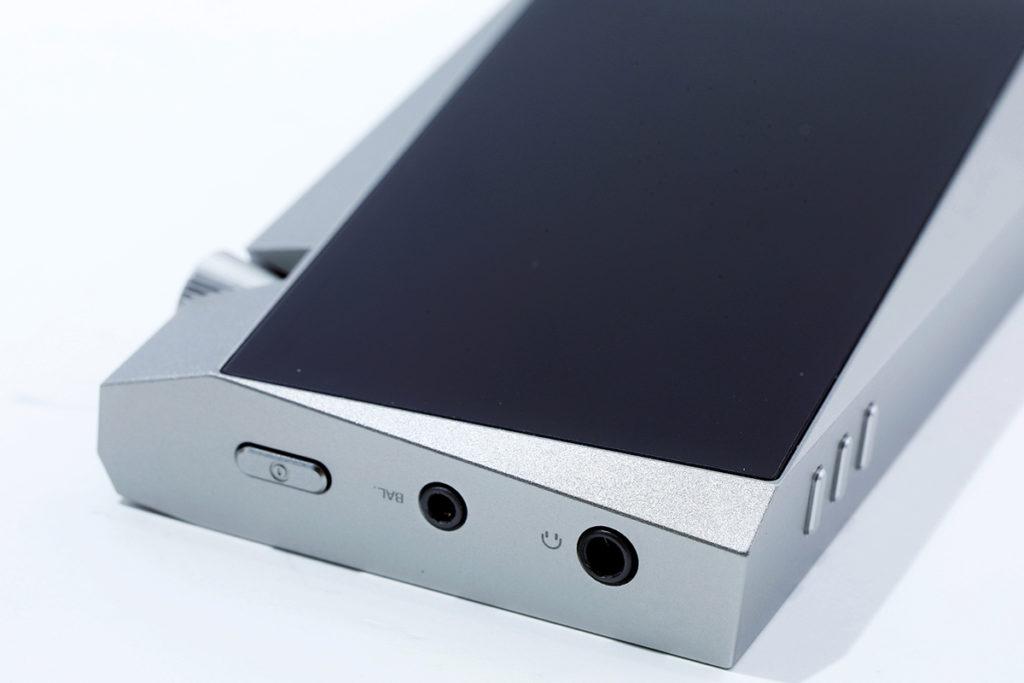 3.5mm 單端輸出外,也理所當然地提供 2.5mm 平衡輸出,輸出電平有 4Vrms 。