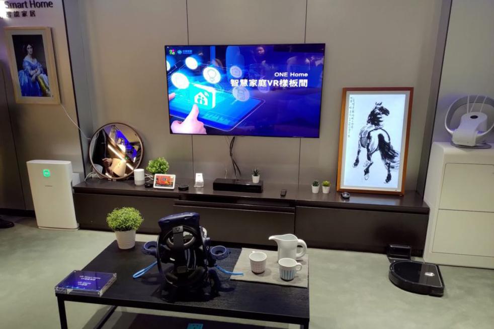 由於現時的 VR 裝置體積不大,所以放在家中亦適合。