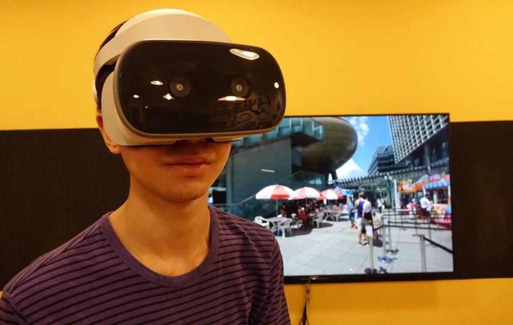 透過 VR 技術,就算在家中或學校都能將外地的景物實時呈現眼前。