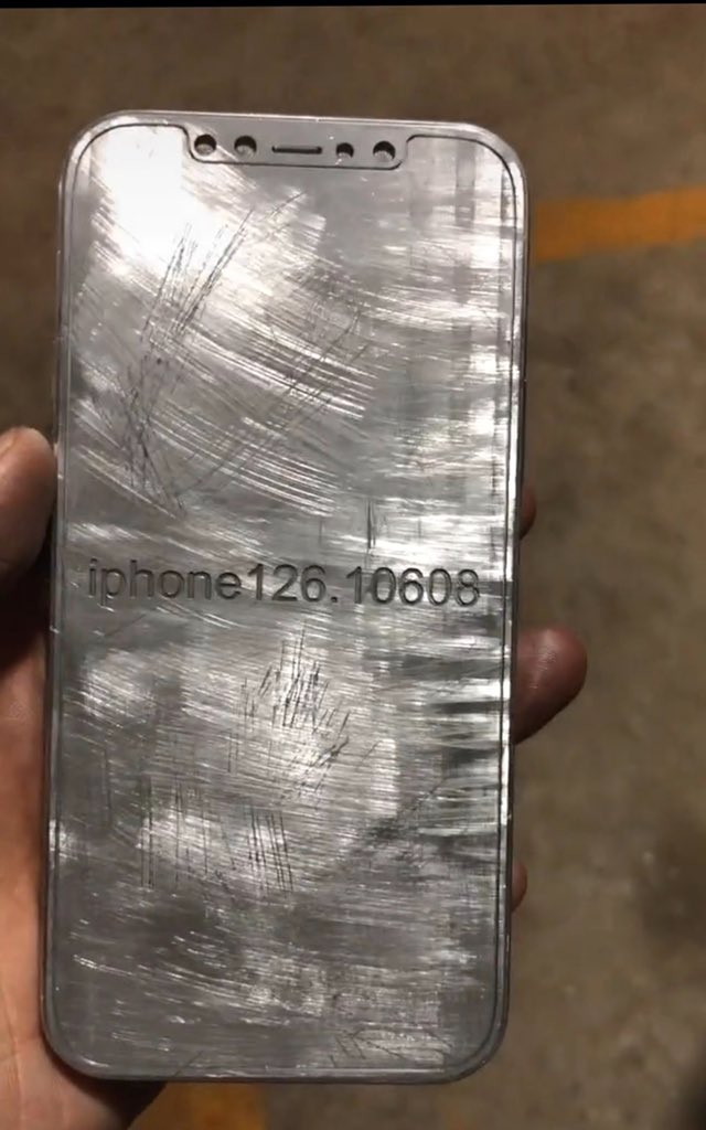 iPhone 12 似乎採用無邊框設計。
