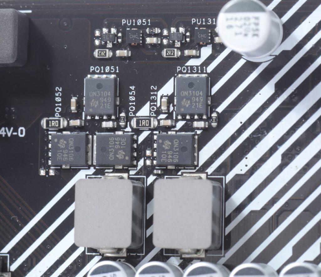 在重要的6相供電VRM加入散熱片提 升效能。