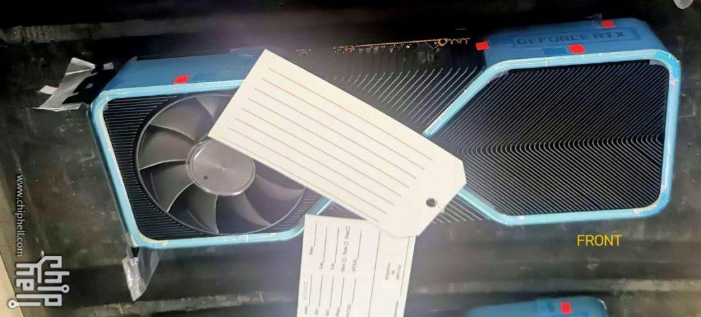 另一張圖片就是上方顯示卡的正面照,可見採用了雙面風扇的設計,