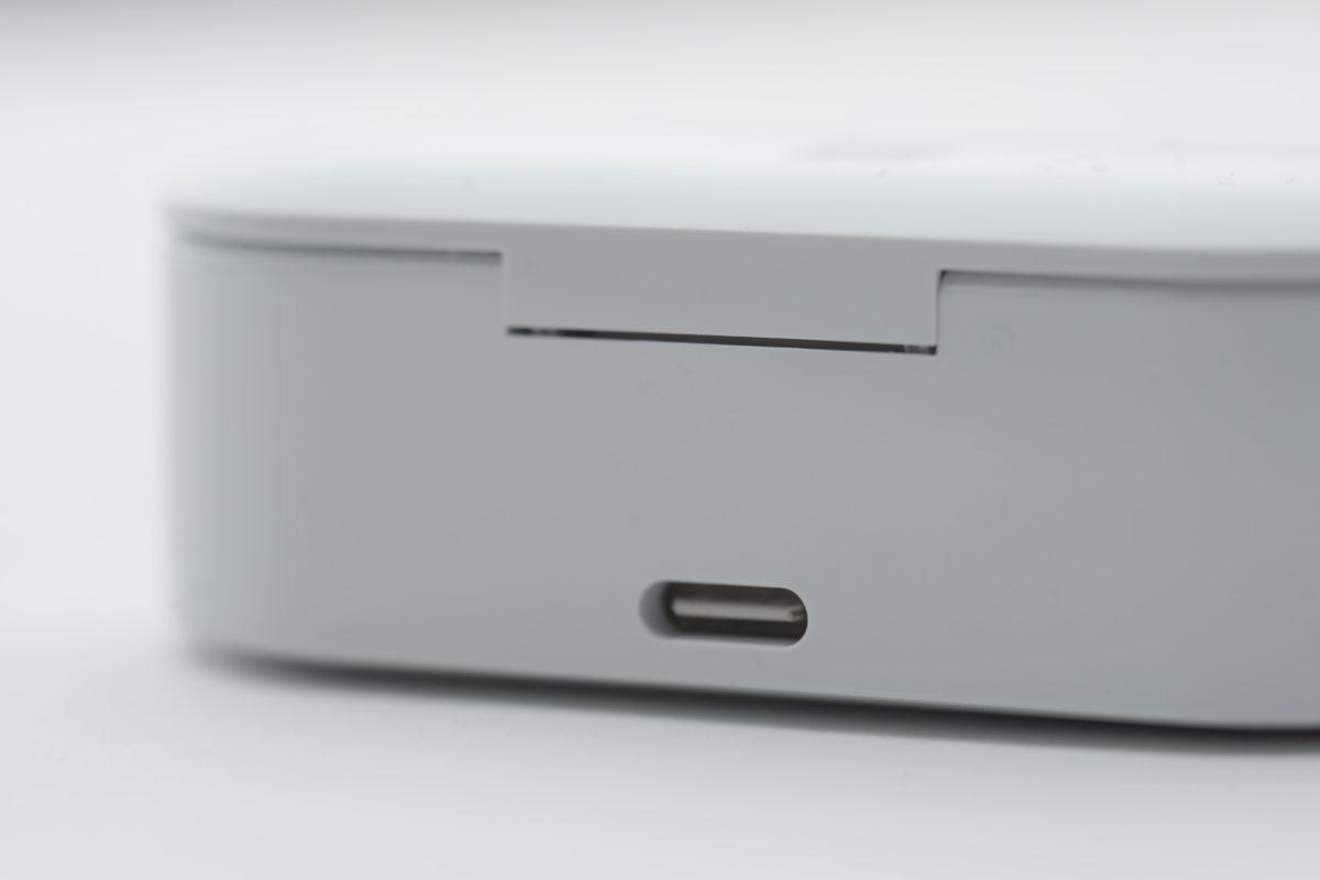電池盒使用USB-C插頭充電,耳機本身有8小時 電池續航力,而電池盒可提供2次回電,合共24小 時,而10分鐘快充可用1小時。