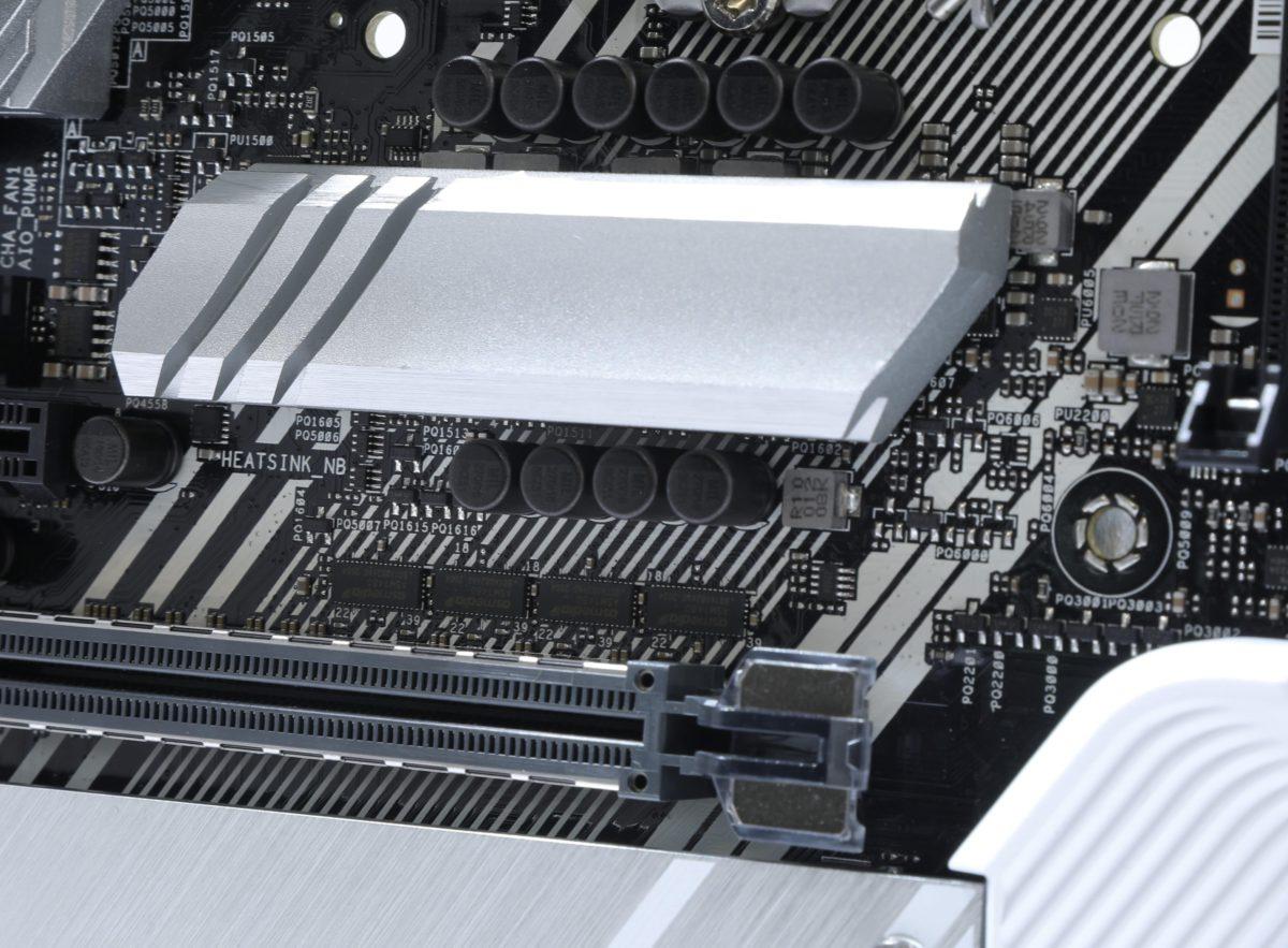在部分重要的供電元件加入散熱片。