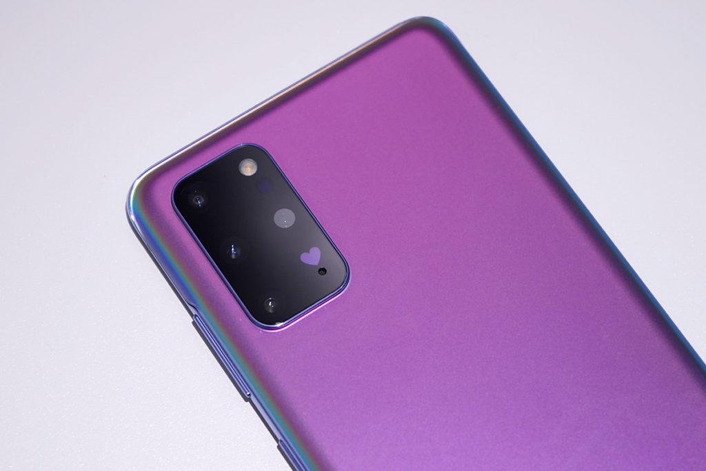 相機位置印上紫色愛心圖案。