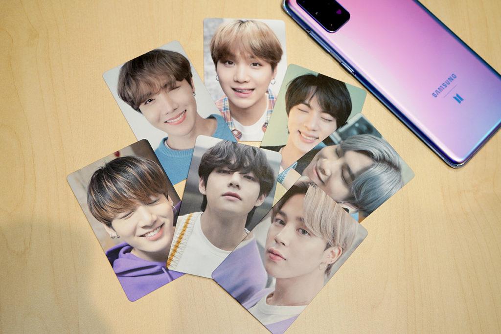 內附BTS 成員的相片小卡。