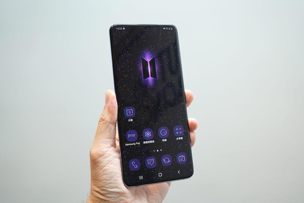 Galaxy Buds+ BTS Edition 專屬的BTS手機佈景主題一樣型格。