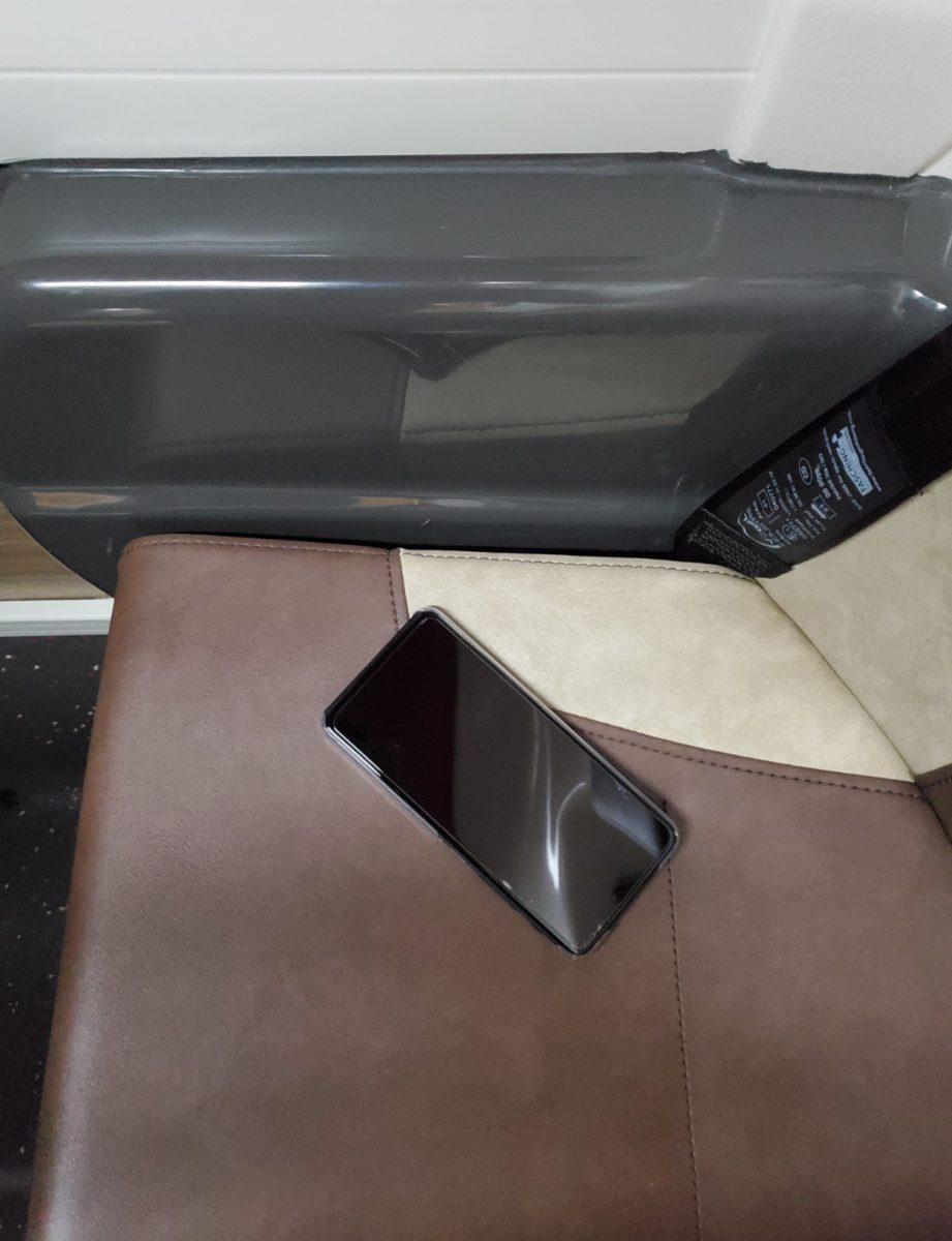 編者部ZenFone 6就係楔咗響個位側邊條罅 度,所以先無比人執到搵得返咋!