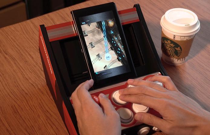 所謂的射擊遊戲模式,就是把 Switch 主機縱向放在 Switch Fighter 機面上來遊玩。