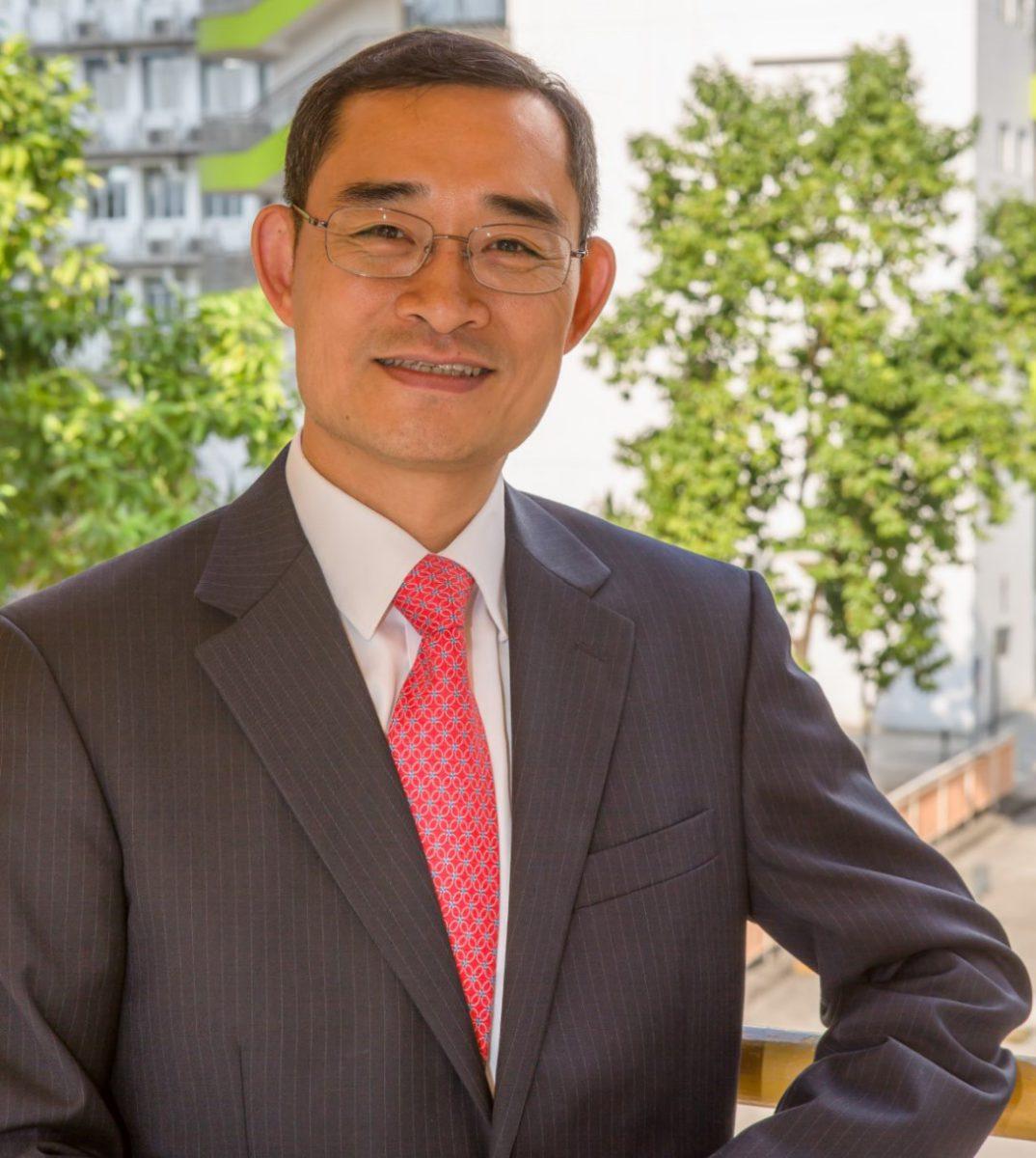 香港教育城行政總監鄭弼亮先生指出,疫情期間學界可順勢轉用較有彈性的混合式學習,並加入電子學習評估和學習平台,減省工作;還有為小學生提升判斷運用資訊的能力。