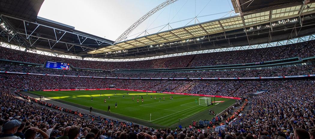 玩家有幸在遊戲中看到人山人海的 Wembley Stadium (溫布萊球場)。