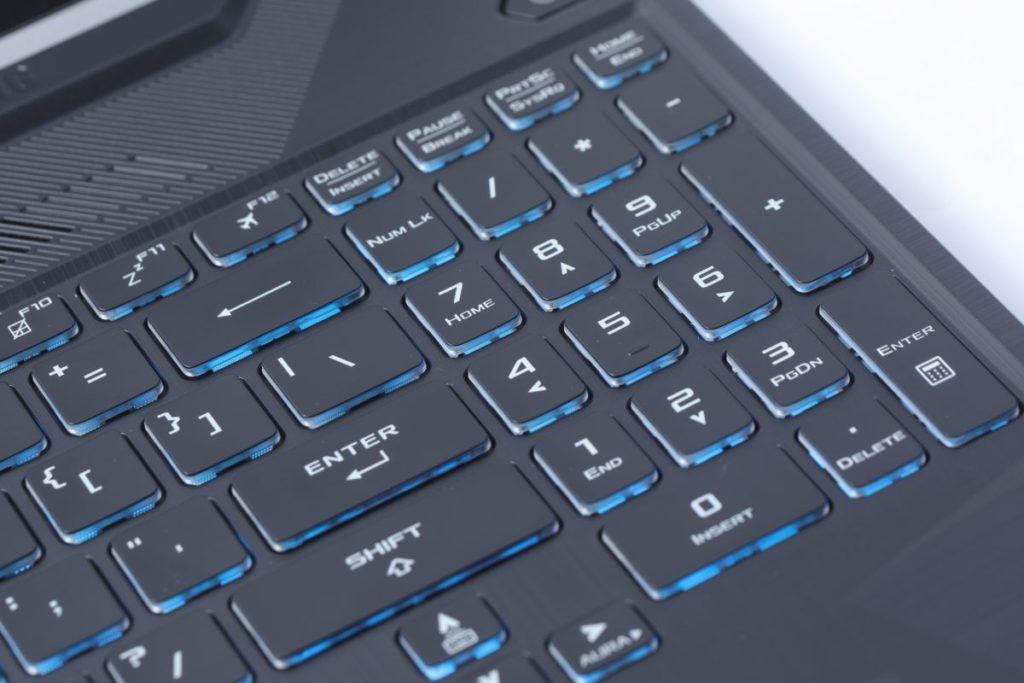 數字鍵盤亦和方向鍵整合。
