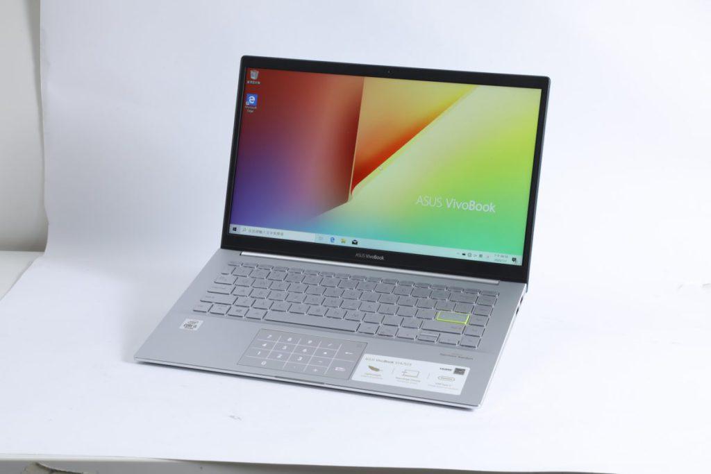 鍵盤面加入鑽石切割邊位,感覺比一般手提電腦更年輕化。