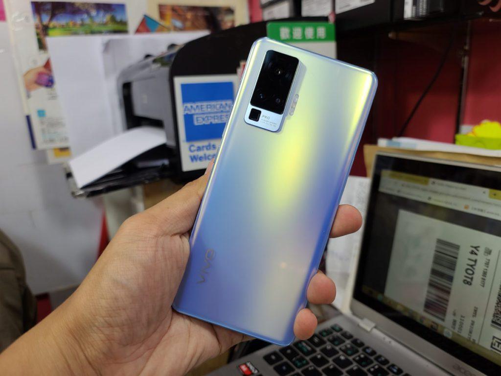 據知香港 X50 Pro 提供藍色及黑色兩色選擇。