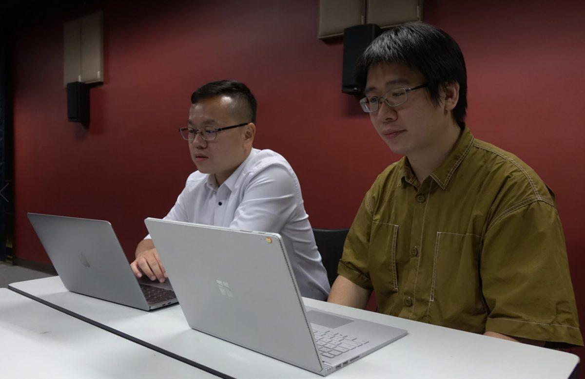 蘇老師(左)與陳博士(右)聯手製作《 Sword Math Online 》。