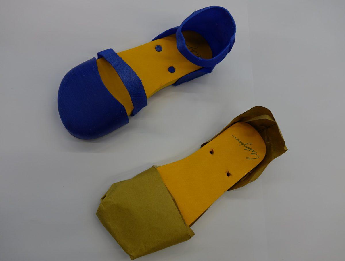 學生所製的人字拖甚至會演變成鞋,圖中藍色的鞋款設計水準甚高。