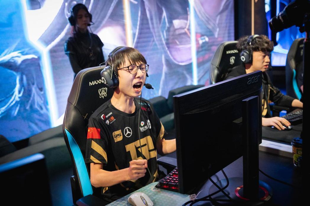 前中國《英雄聯盟》隊伍 RNG 打野選手劉世宇昨天於個人直播時遭到韓國玩家嘲笑