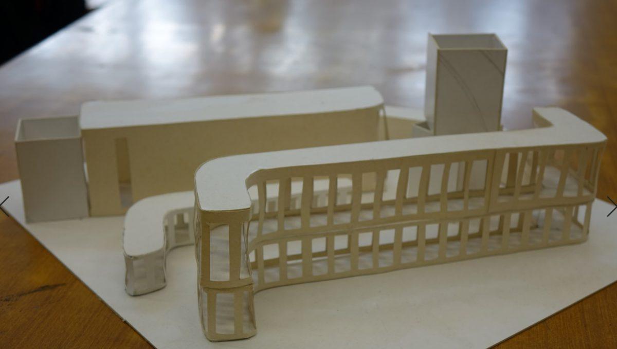 美感創意原可加入設計之中,此紙品建築群若從頂俯視,會是一 些中文筆劃。