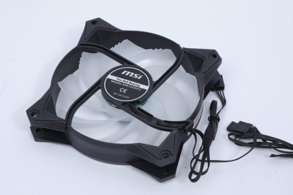 採用 2 把 12cm 500 ~ 2000RPM 雙 Ball Bearing 風扇