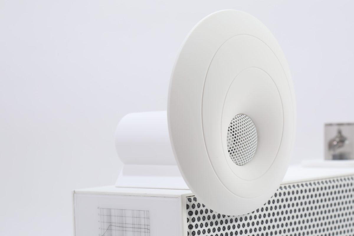 頂上的號角型高頻喇叭單元減少聲音衍射,忠實還原高頻音色。