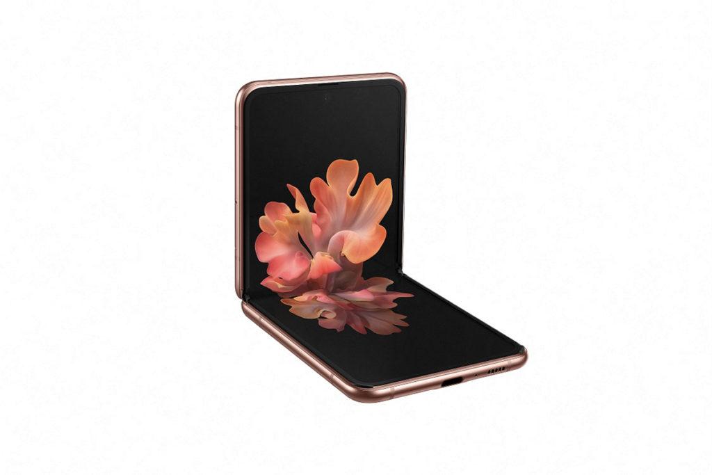 Galaxy Z Flip 5G「貝殼式」摺疊設計打開之後即露出6.7吋、21.9:9的單開孔Infinity Flex Display,令小巧機身可享受大屏幕的好處。