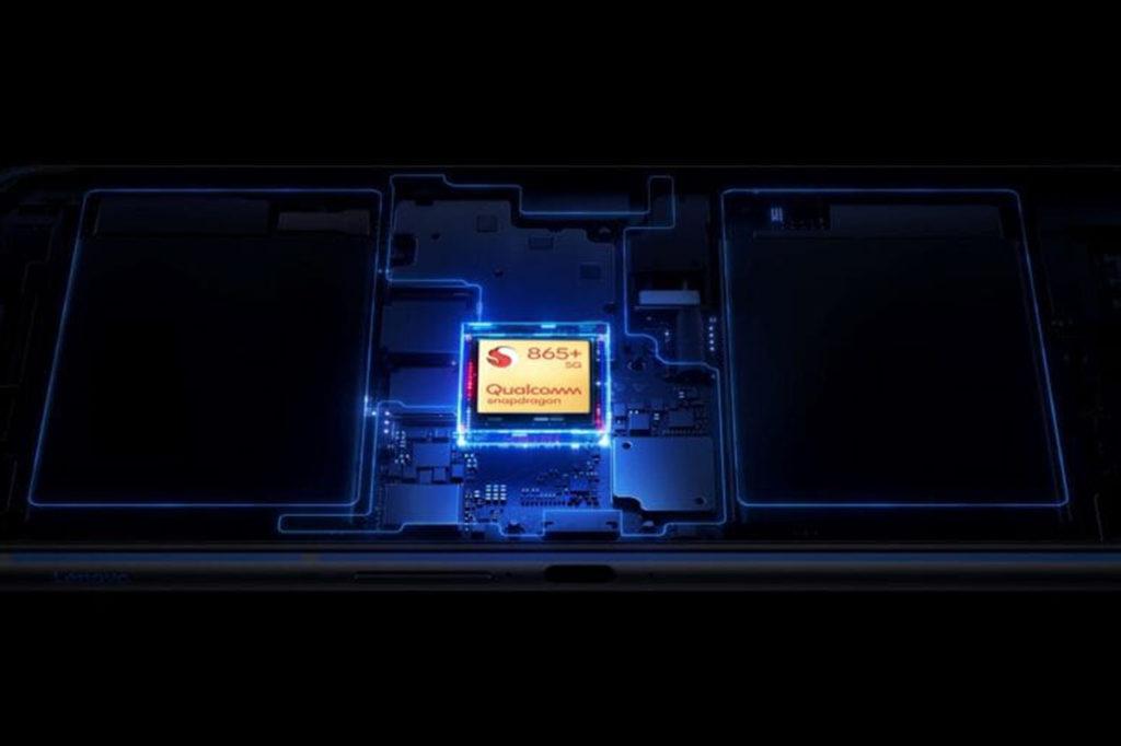 使用 Snapdragon 865+ 處理器,並將大部份組件置於機身中央位置。