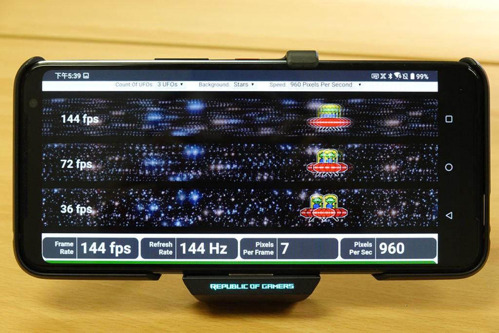 6.59 吋 FHD+ 屏幕為 AMOLED 面板,支援 HDR10+ 及達 Delta E<1 規格,更達到了 144Hz 更新率及 270Hz 觸控採樣率。