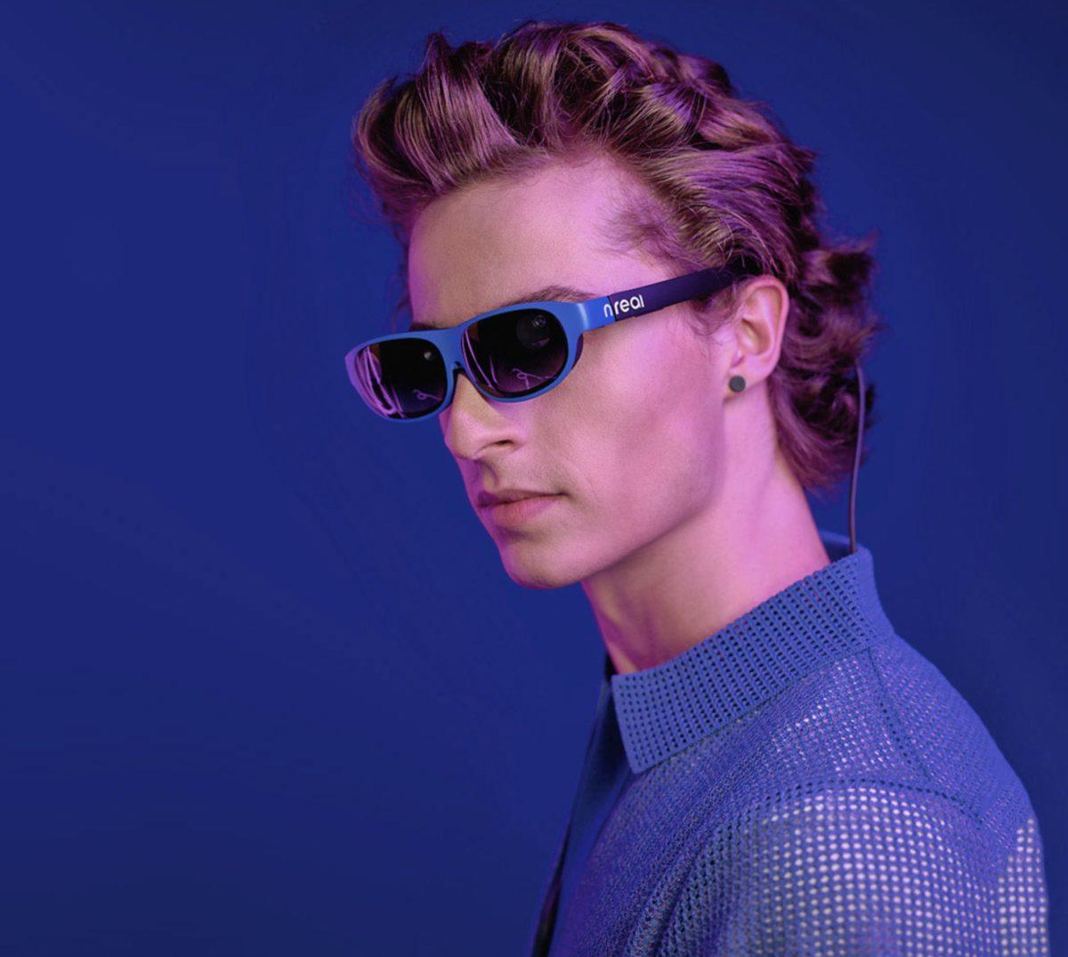 nreal AR 眼鏡如 Facebook 正在研發的 VR 眼鏡一樣輕盈。