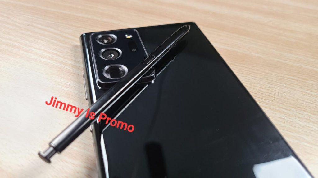 此角度可見 Galaxy Note 20 的相片模組方塊高度與 Galaxy S20 Ultra 近似。