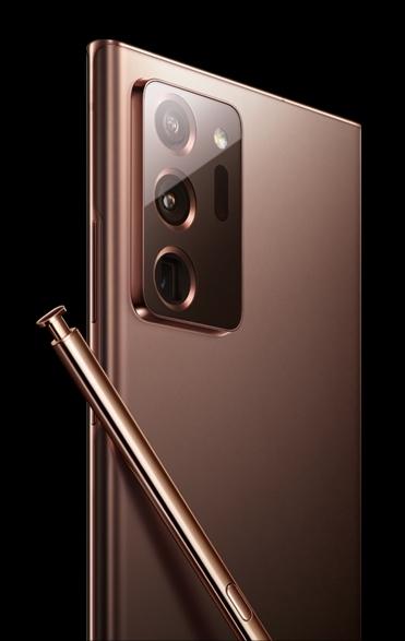 Galaxy Note 20 Ultra 具備「三眼仔」造型,最底一個鏡頭應為潛望式設計,而且用上「Mystic Bronze」新色。