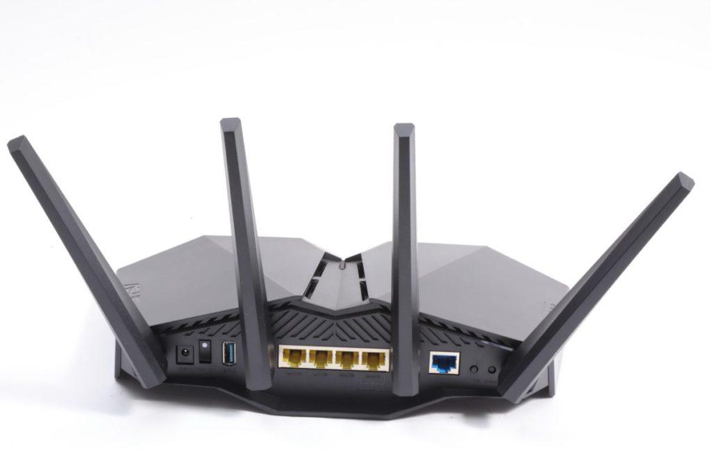 四組Gigabit LAN頭其中一個是Gaming Port,並設有一組USB 3.0介面。