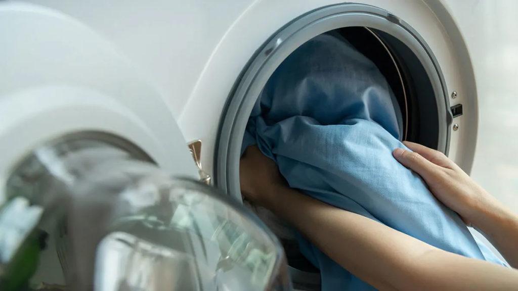 很多人深信用熱水及消毒藥水洗衣能有效殺菌
