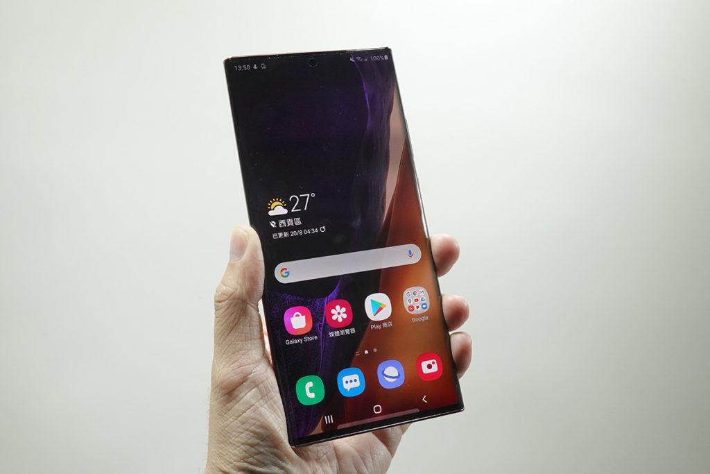 Galaxy Note20 Ultra 採用 6.9 吋 Dynamic AMOLED 2X Infinity-O 屏幕,更是首款使用 Gorllia Victus 玻璃的手機。